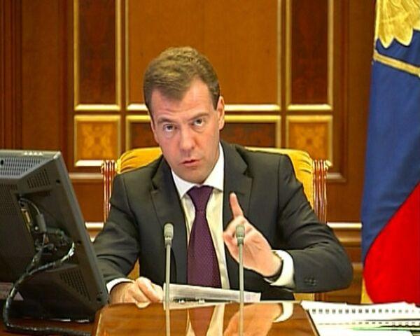 Денежное довольствие военнослужащих должно быть повышено - Медведев