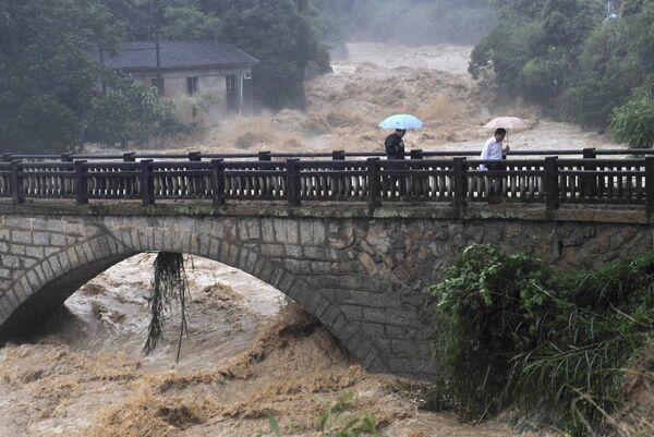 Сильные дожди в Китае