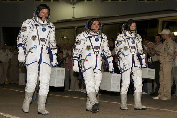 Экипаж Союз-ТМА-19 с космонавтом Федором Юрчихиным, астронавтами НАСА Шеннон Уокер и Дуглас Уилок.