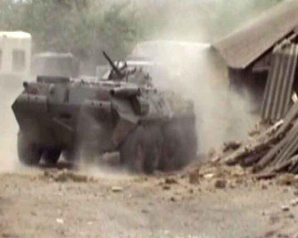 Силовики штурмуют дом с боевиками в Дагестане. Видео спецоперации