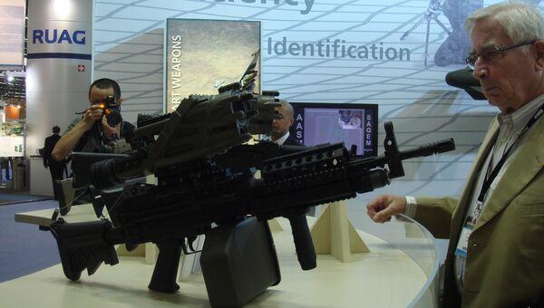 Автомат входящий в комплект экипировки солдата будущего Фелен. Архивное фото