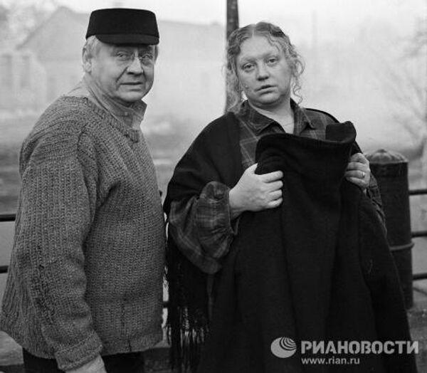 Табаков и Крючкова в фильме Искусство жить в Одессе