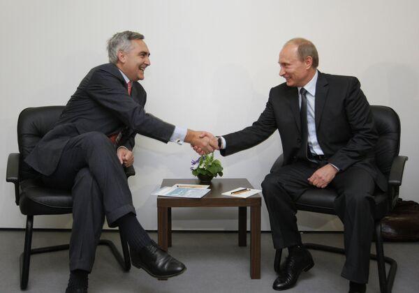Премьер-министр РФ В. Путин провел встречу с главным исполнительным директором Siemens AG П. Лешером в рамках форума Технологии в машиностроении-2010