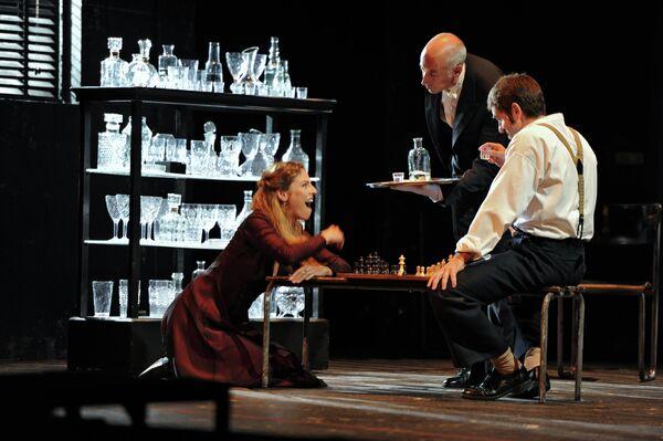 Спектакль Национального драматического центра Мадрида Платонов