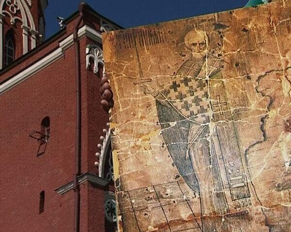 Икону на башне Кремля изрешетили пулями во время Октябрьской революции