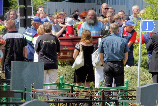 Прощание с погибшими в летнем лагере Азов в Москве