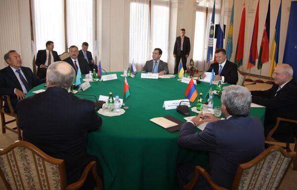 Дмитрий Медведев принял участие в неформальной встрече глав государств СНГ в Ялте