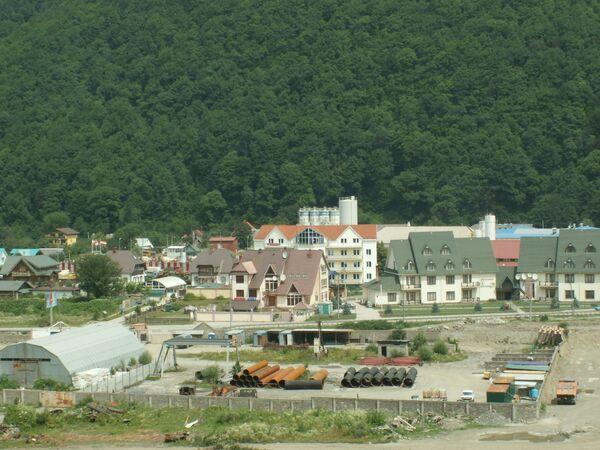 Район Олимпийской стройки в окрестностях Красной Поляны вдоль реки Мзымта. Архив