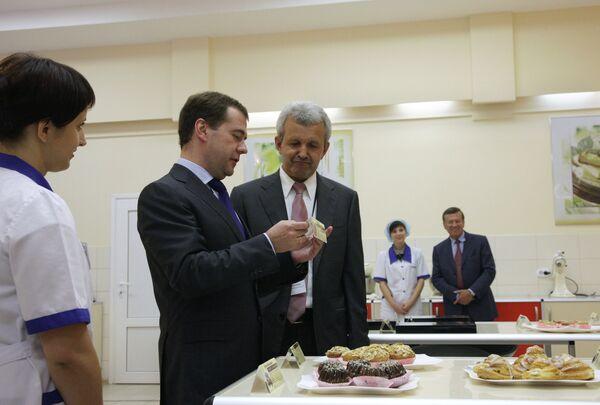 Дмитрий Медведев посетил производственный комплекс группы компаний ЭФКО
