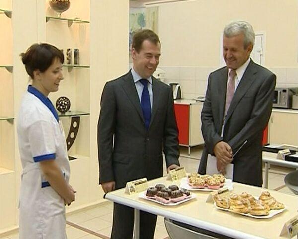 Медведев отказался от вредного сладкого и масла