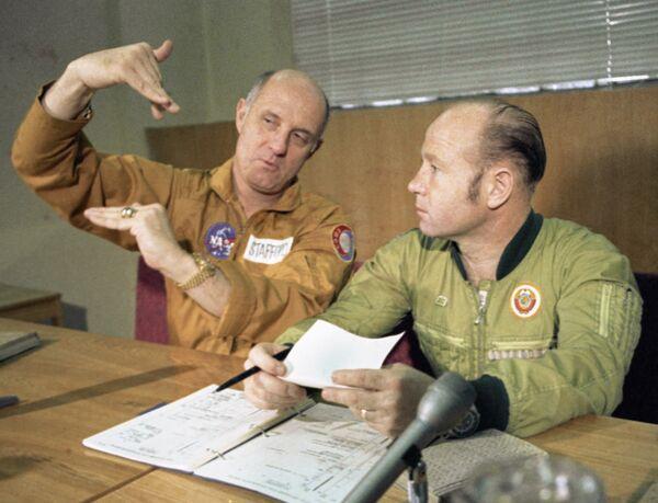Стаффорд и Леонов после тренировки