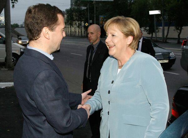 Д.Медведев и А.Меркель прибыли в Екатеринбург для переговоров