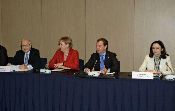 Президент РФ Д.Медведев и канцлер ФРГ А.Меркель на встрече с бизнесменами в Екатеринбург