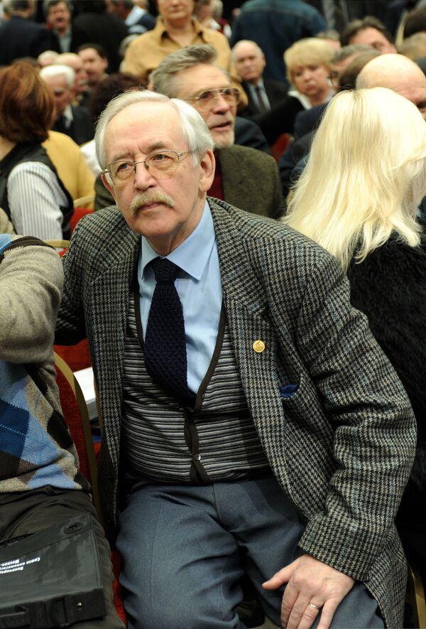 Василий Ливанов на чрезвычайном съезде Союза кинематографистов в Москве