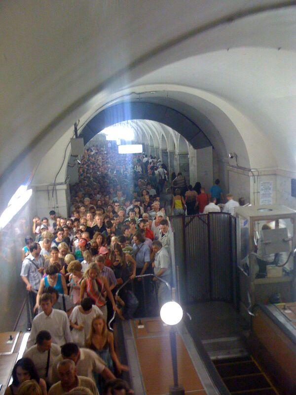 Толпа на станции метро Парк культуры кольцевой линии