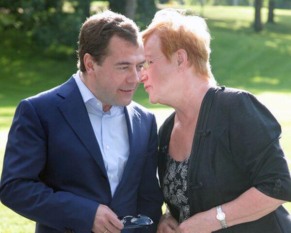 Халонен пообещала Медведеву приключение на катере