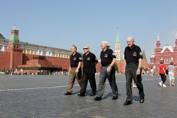 Участники программы Союз-Апполон на Красной площади