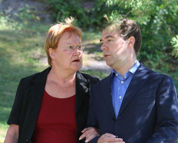 Медведев и Халонен обсудили российских бабушек и финские продукты