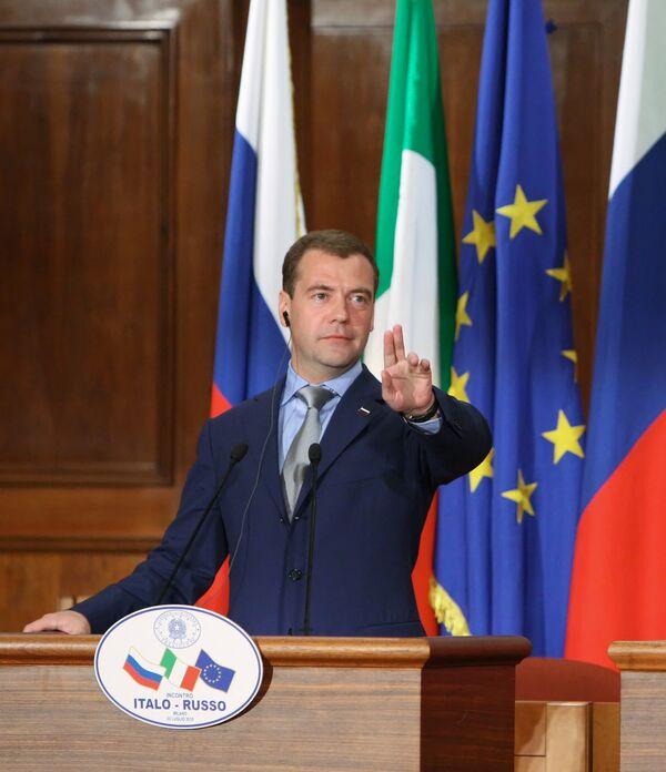 5% роста экономики РФ в год недостаточны, считает Медведев