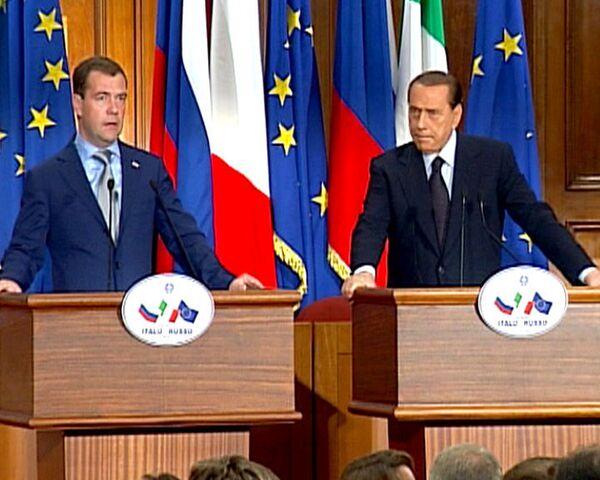 Берлускони стал третьим примкнувшим к визовому списку Медведева