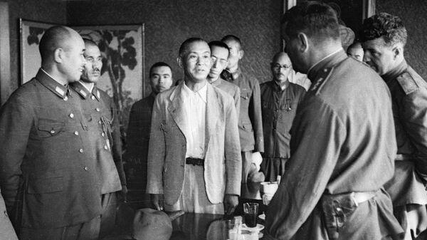 Советское командование принимает капитуляцию частей японской армии