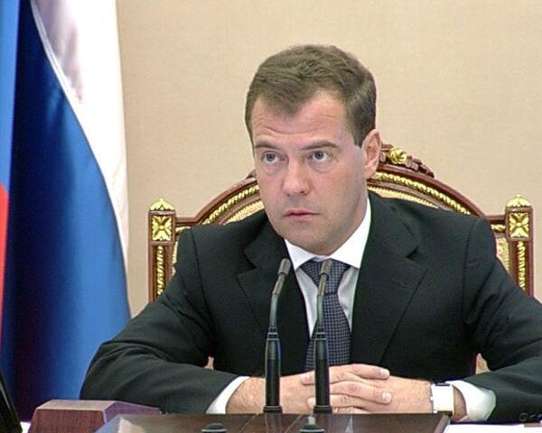 Медведев уволил офицеров ВМФ за то, что не справились с пожаром