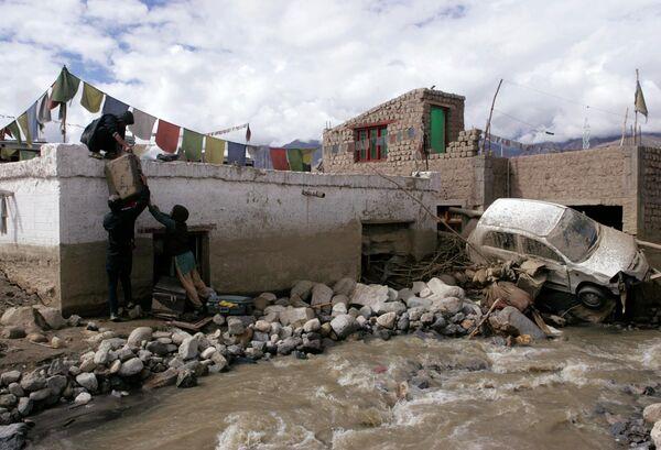 Последствия наводнения на севере Индии