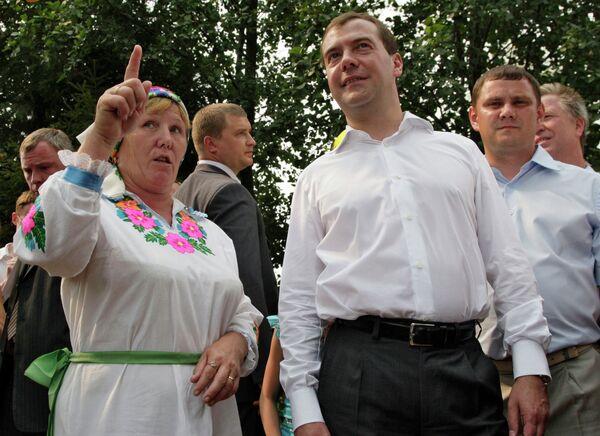 Президент РФ Д.Медведев посетил деревню Малый Шаплак