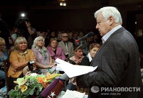 Художественный руководительм МXАТ им.А. П. Чеxова Олег Табаков