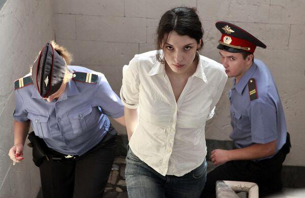 Заседание Басманного суда по делу Евгении Хасис