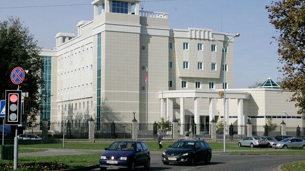 В посольство России в Минске бросили бутылки с зажигательной смесью