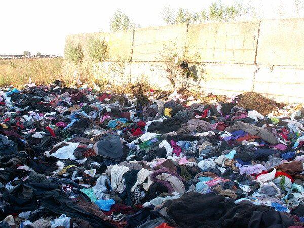 Погорельцы Рязани выбросили гуманитарную помощь из Новосибирска. Архив