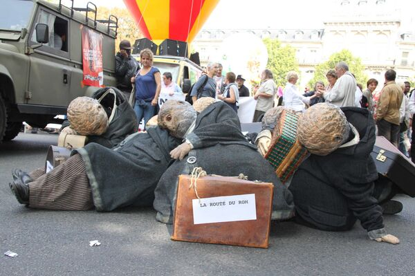 Манифестации в Париже в знак протеста против политики властей в отношении цыган-нелегалов. Архив