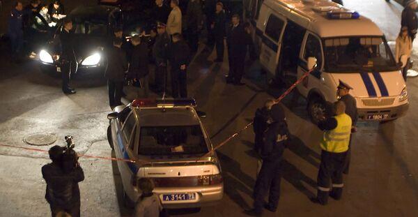 Сотрудники правоохранительных органов работают на месте происшествия. Архив.
