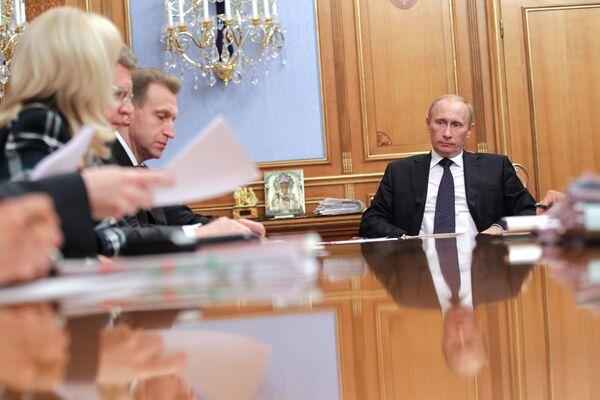 Премьер-министр РФ В. Путин провел совещание по вопросу о медстраховании в РФ