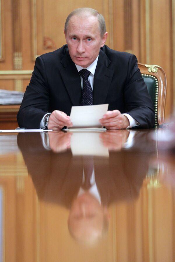 Премьер-министр РФ В.Путин провел совещание по вопросу о медстраховании в РФ