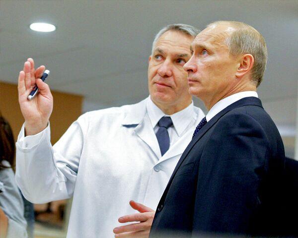 Путин в Санкт-Петербурге увидел, как наука спасает жизни