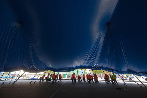 Установка большого купола Cirque du Soleil в Лужниках, где пройдет московское выступление