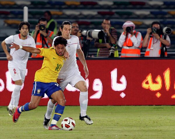 Игровой момент матча Бразилия - Иран