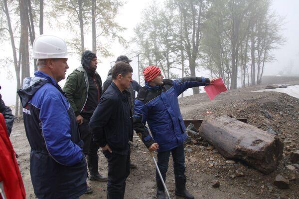 Заместитель председателя правительства РФ Дмитрий Козак на строительстве тоннеля в Сочи 11 октября