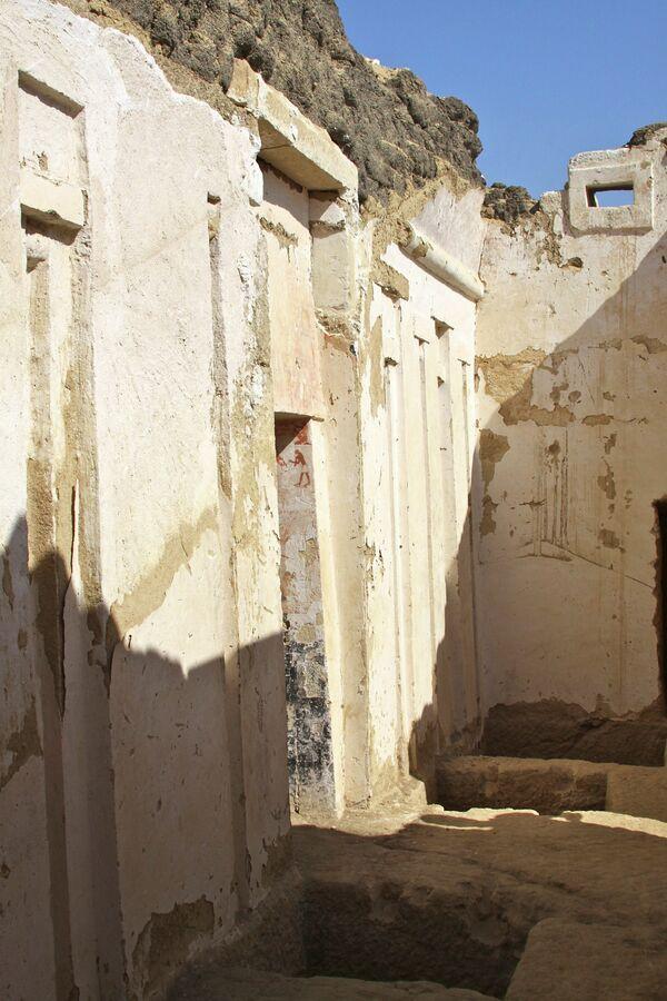 Археологи обнаружили в Египте гробницу жреца, жившего более 4 тысяч лет назад