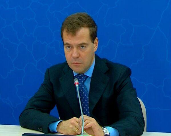 Медведев велел создавать дешевые аналоги импортных лекарств