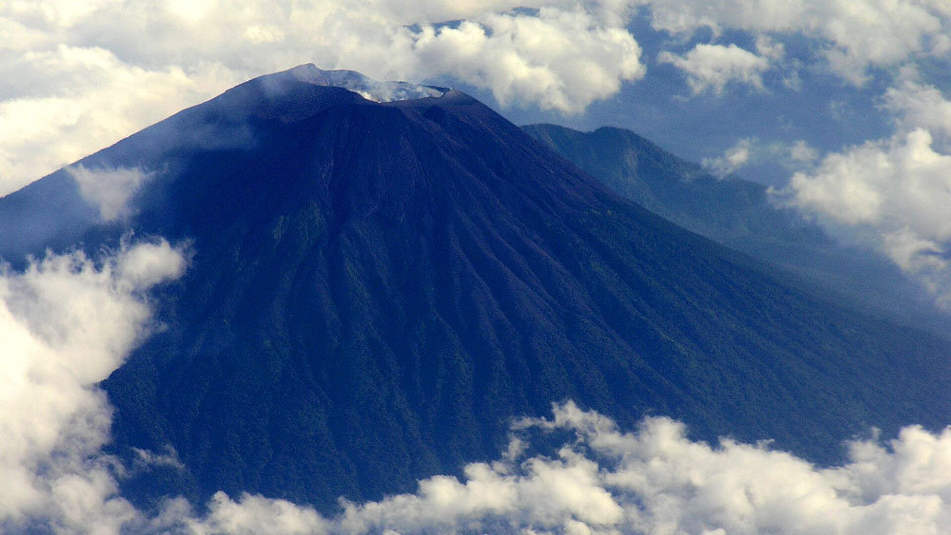 Вид на вулкан Мерапи с самолета - РИА Новости, 1920, 09.08.2021