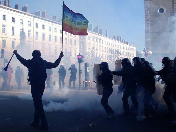 Французская молодежь устроила беспорядки в Лионе
