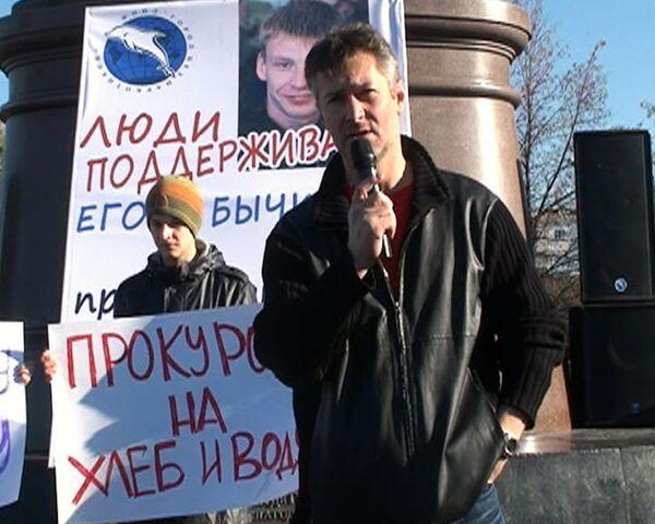 Сотни человек вышли на улицы Екатеринбурга в поддержку Бычкова