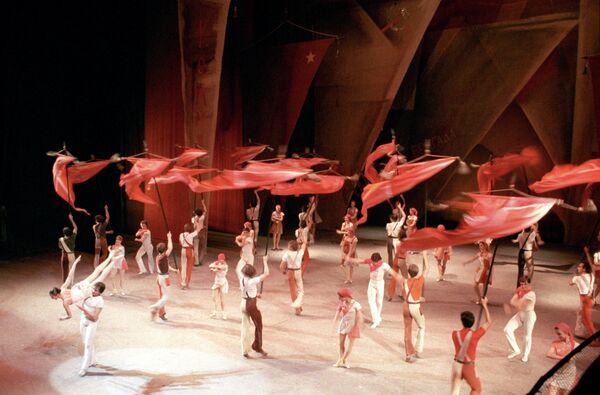 Сцена из балета Золотой век