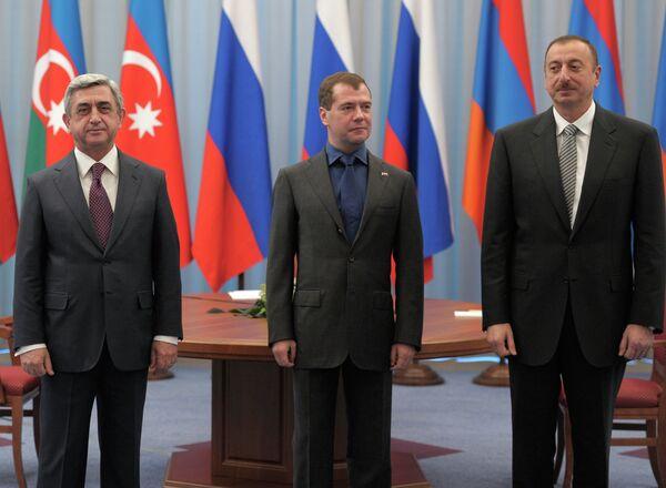 Президенты России, Армении и Азербайджана Д.Медведев, С.Саргсян и И.Алиев провели трехстороннюю встречу в Астрахани