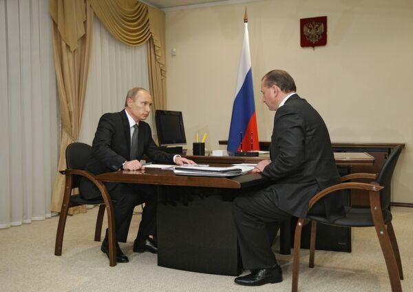 Премьер-министр РФ Владимир Путин встретился с губернатором Самарской области