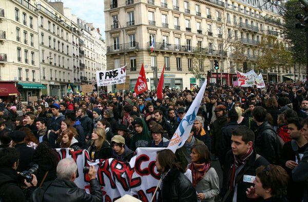 Новые выступления французской молодежи против пенсионной реформы