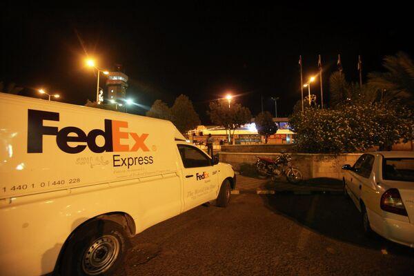 Автомобиль Fedex недалеко от Sanaa International Airport в Йемене